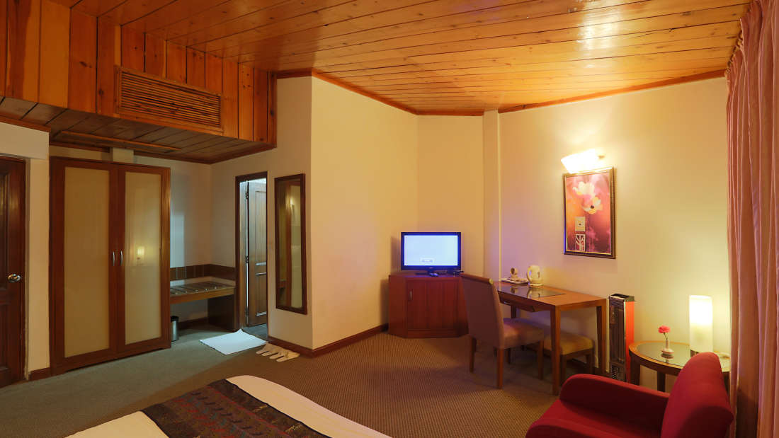 Kufri Holiday Resort Luxury Suite 5