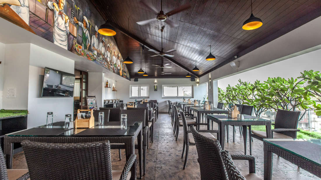 Tree Top Restaurant, Restaurant Near Lal Bagh, Temple Tree, Hotel in Wilson Garden