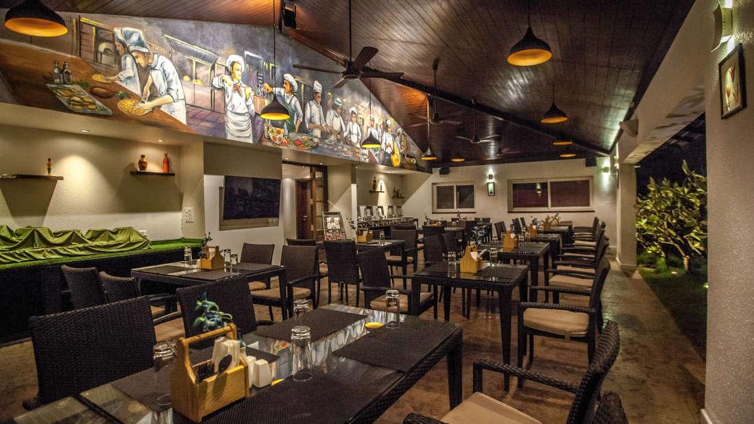 Tree Top Restaurant, Restaurant Near Lal Bagh, Temple Tree, Hotel in Wilson Garden 1