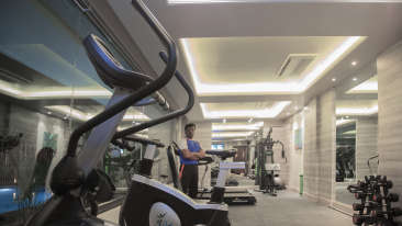 Gym at efcee sarovar portico, business hotels in bhavnagar