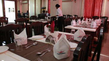 Restaurant at Hotel Presidency Bangalore 3