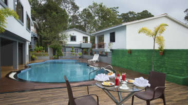 Pool Side Restaurant at TGI Star Holiday Resort Yercaud 3