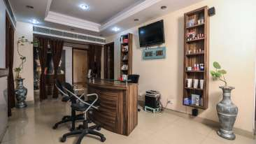 Salon in Lucknow, The Piccadily, Hotel near Hazratganj 2