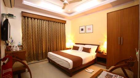 Emblem Hotel, Sector 14, Gurgaon Gurgaon Deluxe Room Emblem Hotel. Sector 14 Gurgaon