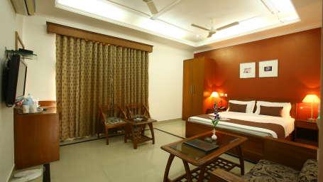 Emblem Hotel, Sector 14, Gurgaon Gurgaon Super Deluxe Room Emblem Hotel Sector 14 Gurgaon