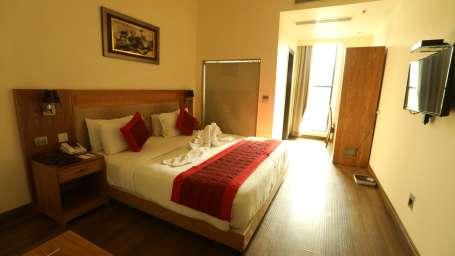 Evoke Lifestyle New Delhi Hotel club room 3