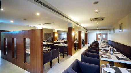 Dharani Non Veg Restaurant at Hotel Geetha Regency in Guntur 4