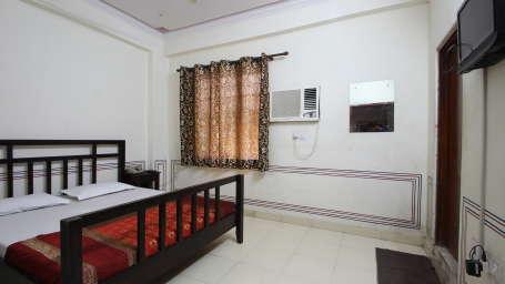 Hotel Raghuraj Palace Jaipur Standard AC Rooms Hotel Raghuraj Palace Jaipur 4