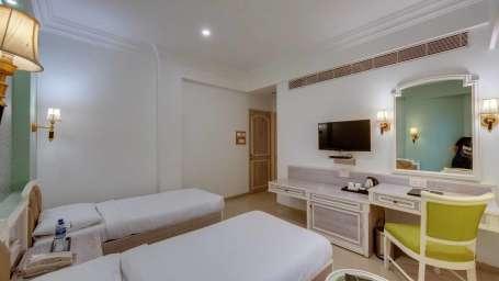 dlx tiwn room