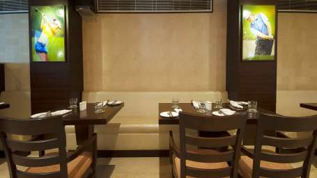 Le Fairway Restaurant and Bar at Le ROI Delhi Hotel Paharganj
