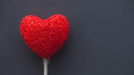 big-red-heart-on-dark-background-6371