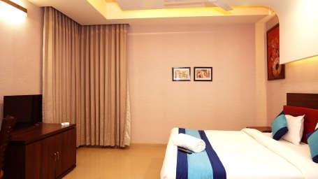Hotel in Noida, Mint Metropolitan Grand, Noida 4