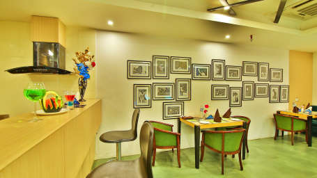 Coffee Shop The Gokulam Park Kochi 4
