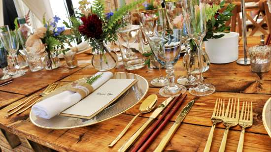 dinnerware-on-table-top-1395964 1