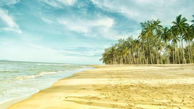 beach-blue-clouds-533961