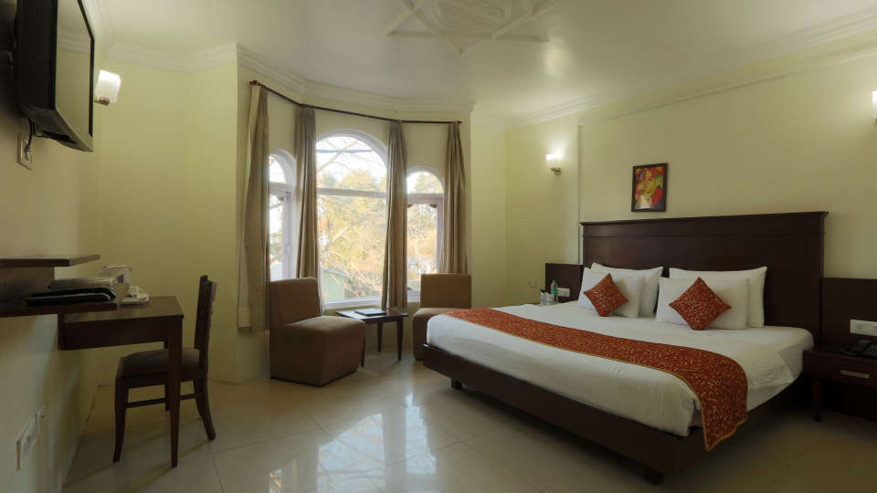 Deluxe Room at Alps Resort Dalhousie 4