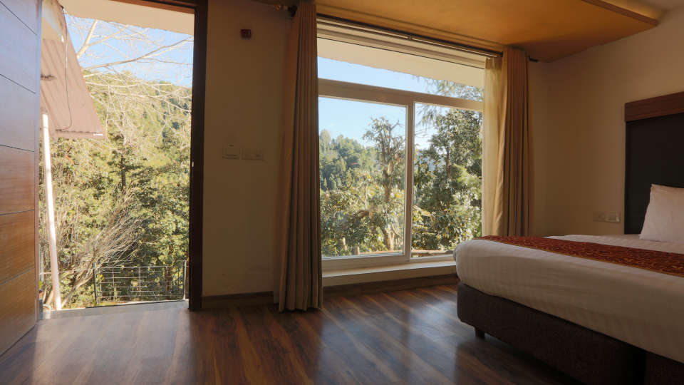 Deluxe Room with garden view at Alps Resort Dalhousie 11