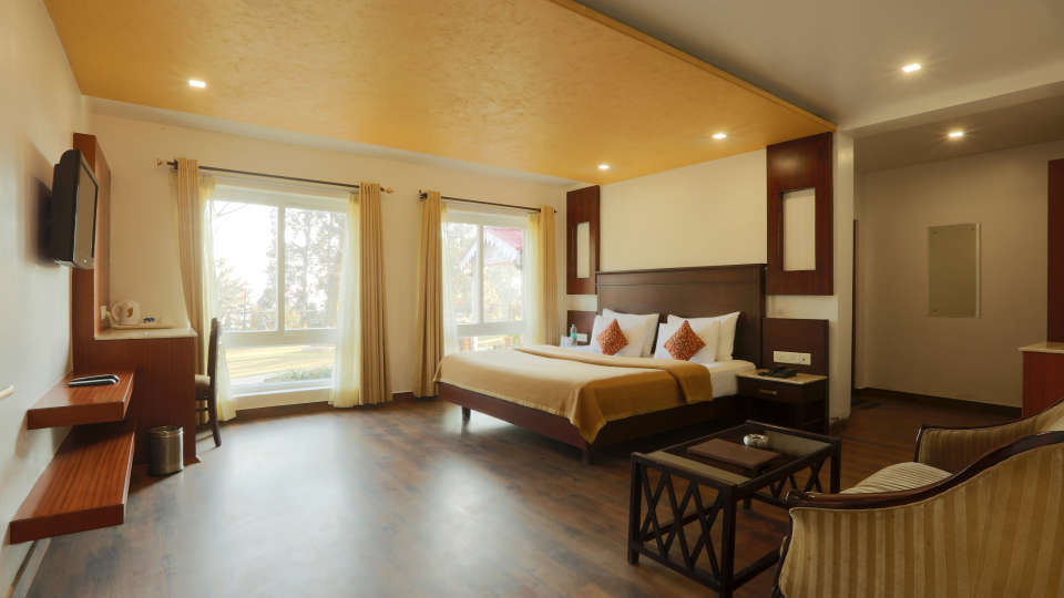 Deluxe Room with garden view at Alps Resort Dalhousie 4