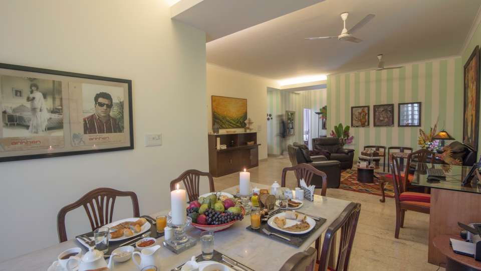 Best Hotel in New Delhi Near India Gate, Colonels Retreat,Hotels At Defence Colony 1