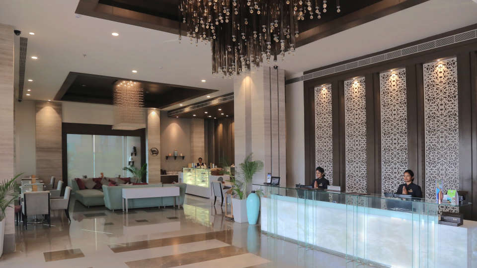 Lobby, Efcee Sarovar Portico, Hotel In Bhavnagar