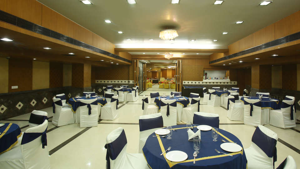 Emblem Hotel, Sector 14, Gurgaon Gurgaon PAA 5098