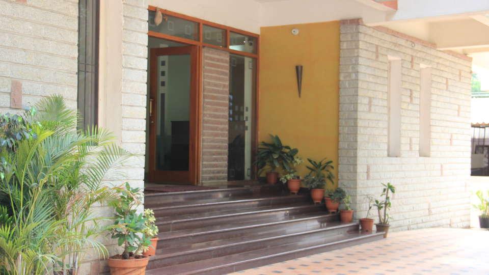 Hotel Arama Suites Bangalore entrance side view hotel arama suites bangalore