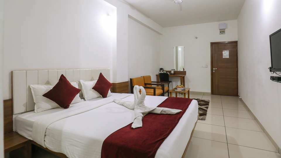 Executive Room at Hotel Ashray Inn Express Airport Road1
