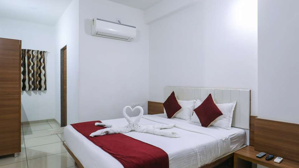 Executive Room at Hotel Ashray Inn Express Airport Road4