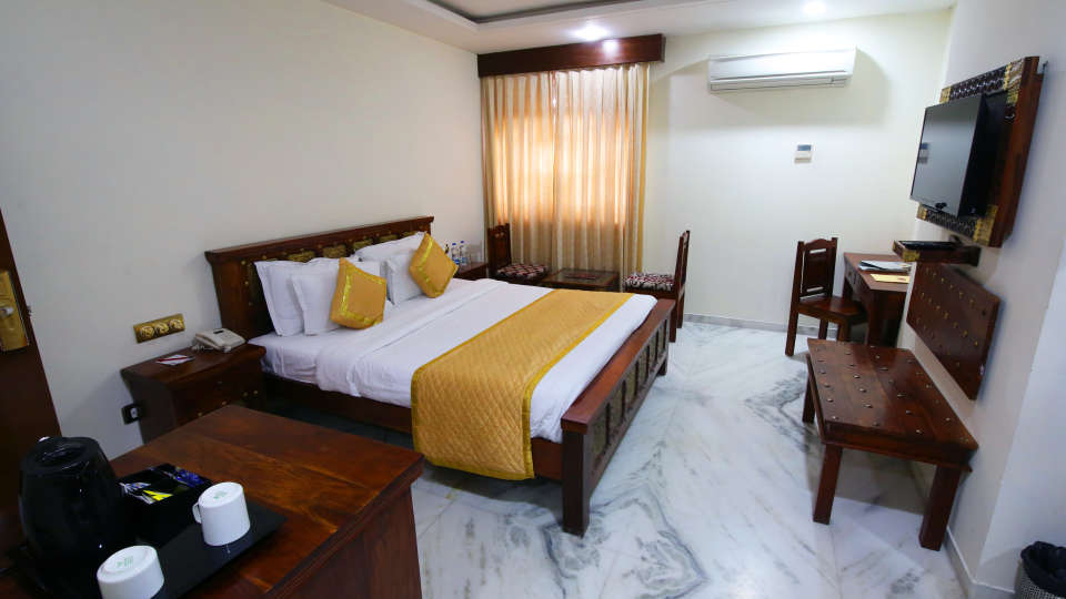 Deluxe Heritage, Hotel Crimson Park  The Heritage Jal Mahal Jaipur, Rooms in Jaipur 3