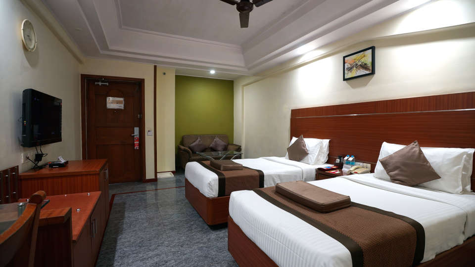 Executive Club at Hotel Daspalla Vishakhapatnam 3