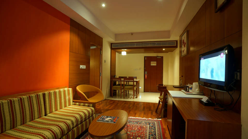 GOLDEN SUITE at Hotel Daspalla Vishakhapatnam 4