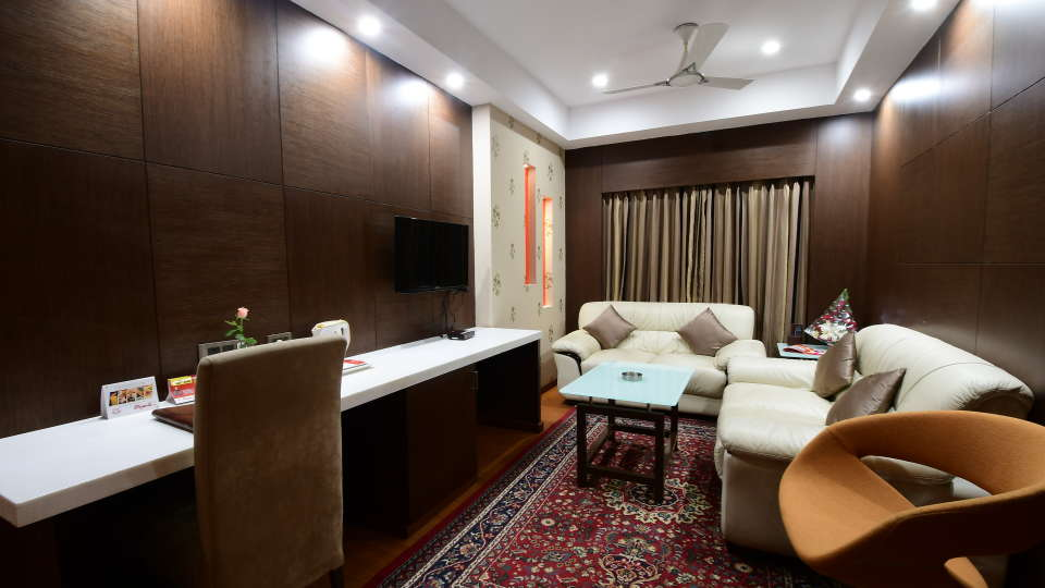 GOLDEN SUITE at Hotel Daspalla Vishakhapatnam 5