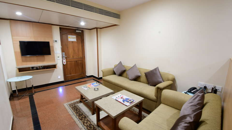 GOLDEN SUITE at Hotel Daspalla Vishakhapatnam 6