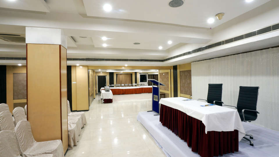 Banquet Halls at Hotel Geetha Regency in Guntur 7