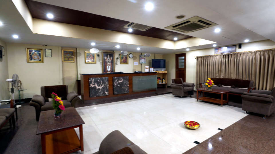 Lobby at Hotel Geetha Regency in Guntur 3