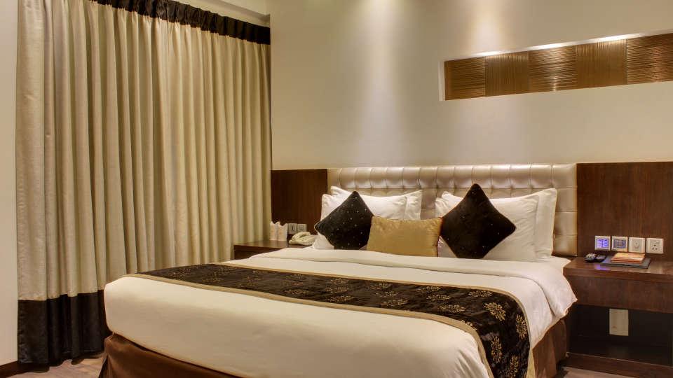 Executive Room Hotel Godwin Deluxe New Delhi 8