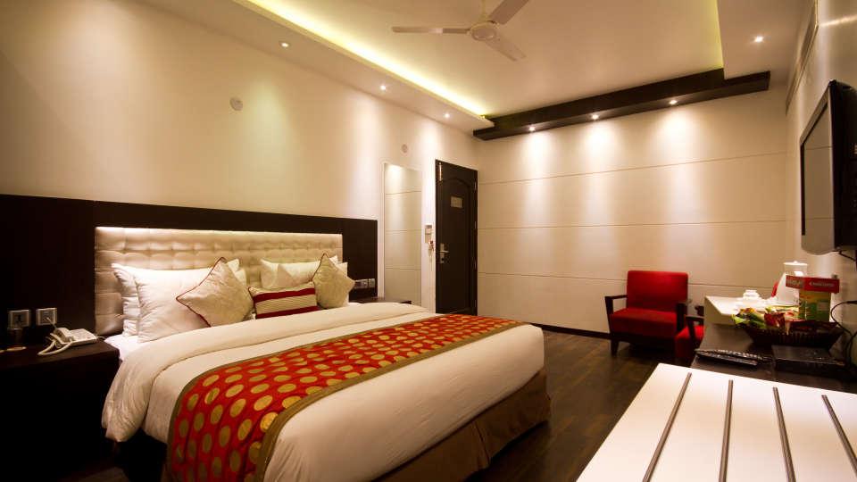 Executive Room Grand Godwin New Delhi 12