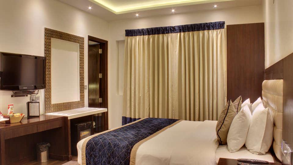 Executive Room Grand Godwin New Delhi 23