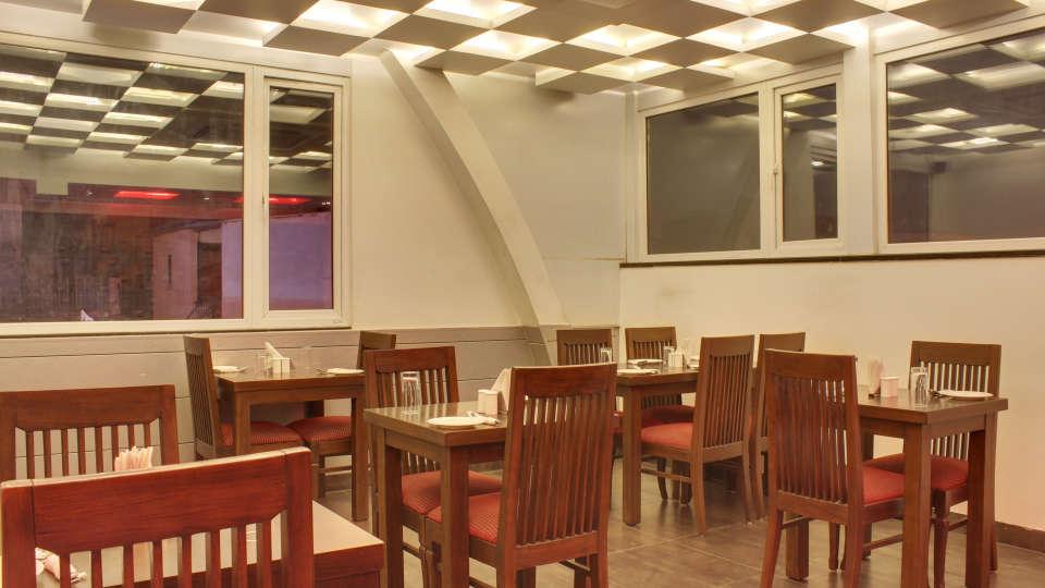The Grand Lounge Grand Godwin New Delhi 8