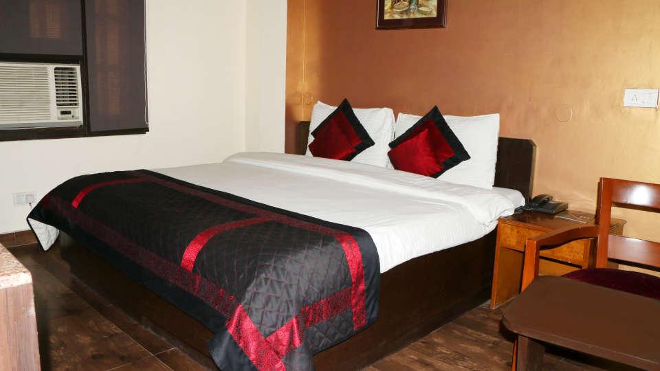 Hotel Pals Inn, Patel Nagar, New Delhi New Delhi Deluxe Room Hotel Pals Inn Patel Nagar New Delhi 2