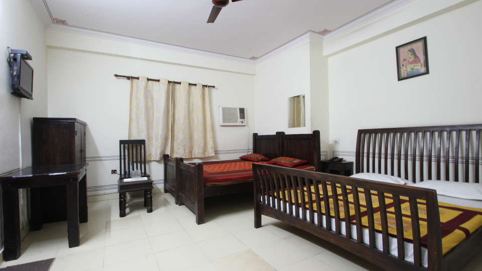 Hotel Raghuraj Palace Jaipur Family Room Hotel Raghuraj Palace Jaipur 3