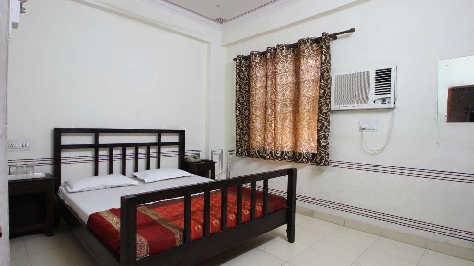 Hotel Raghuraj Palace Jaipur Standard AC Rooms Hotel Raghuraj Palace Jaipur 3