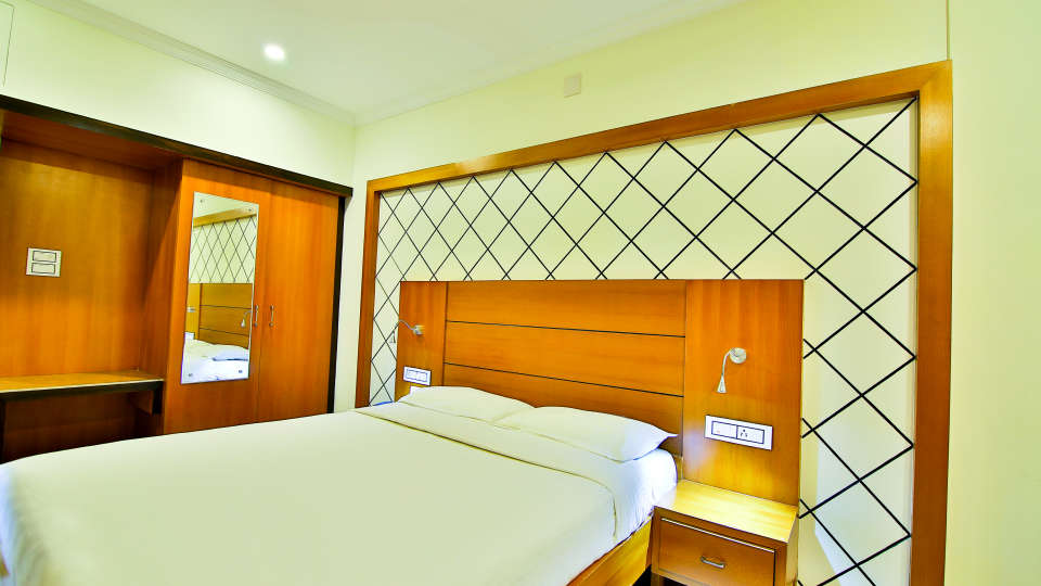 ROOMS , Sree Gokulam Fort Hotel ,Budget Hotel in Thalassery10