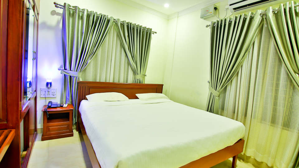 ROOMS , Sree Gokulam Fort Hotel ,Budget Hotel in Thalassery6