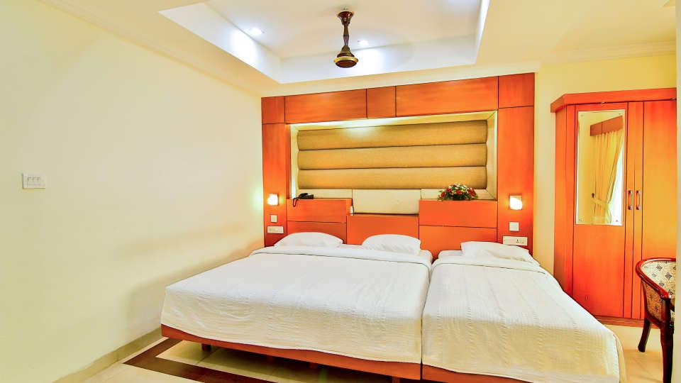 Triple Deluxe Rooms, Hotel Sree Gokulam Vanamala, Stay in Guruvayur 2
