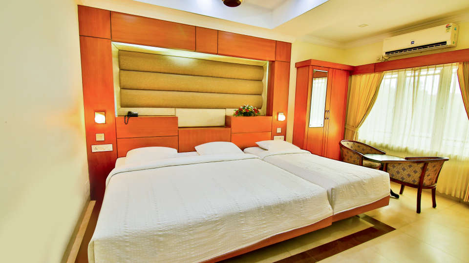 Triple Deluxe Rooms, Hotel Sree Gokulam Vanamala, Stay in Guruvayur 3