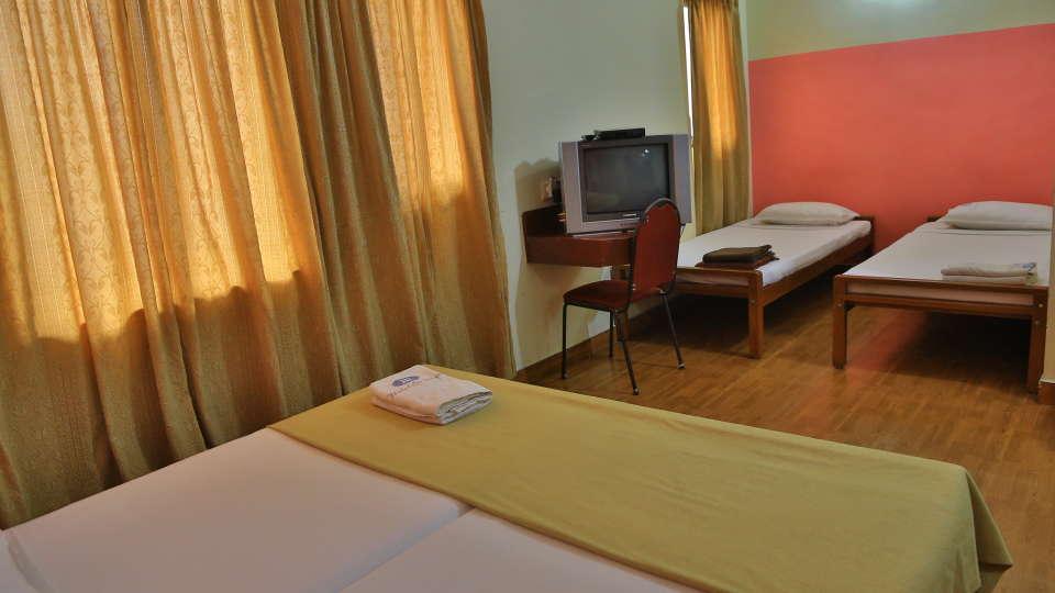 Hotel Srinivas, Kochi Cochin 4 Bed Room Hotel Srinivas Inn Kochi