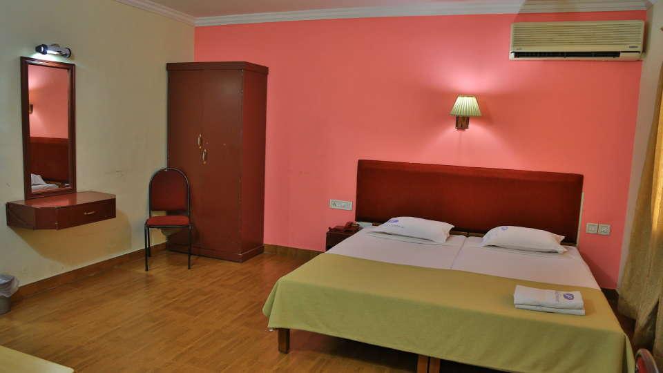 Hotel Srinivas, Kochi Cochin 4 bed Room Hotel Srinivas Inn Kochi 2