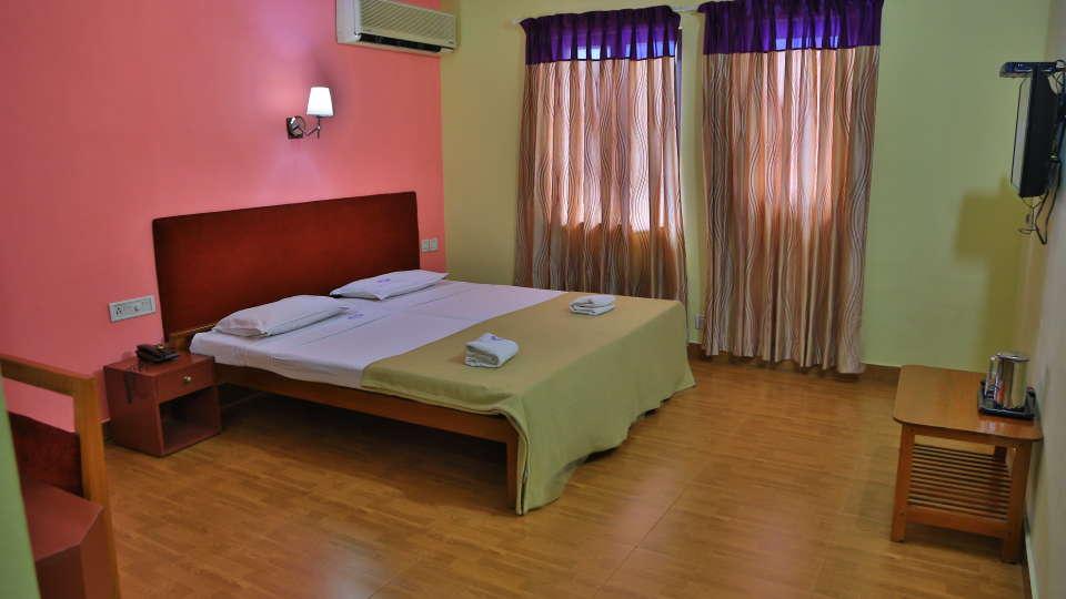 Hotel Srinivas, Kochi Cochin Deluxe AC Room Hotel Srinivas Kochi