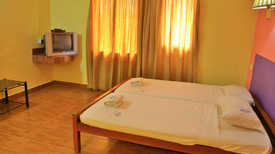Hotel Srinivas, Kochi Cochin Double Non- AC Room Hotel Srinivas Kochi 3